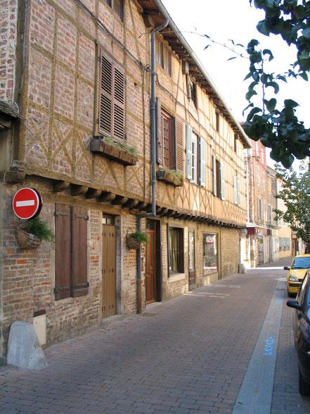Bild: Fachwerkhäuser in der Stadt Châtillon sur Chalaronne in den Dombes