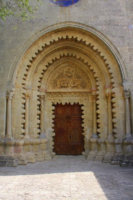 Bild: Portal der Prieuré de Ganagobie