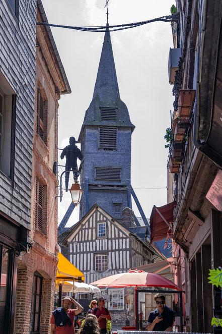 Bild: Honfleur im Département Calvados in der Normandie mit Glockenturm der Église Sainte-Catherine