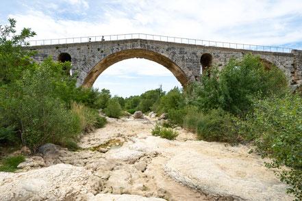 Bild: Bonnieux mit Pont Julien