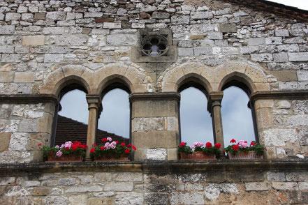Bild: Fenster der Maison du Chapitre in Monpazier