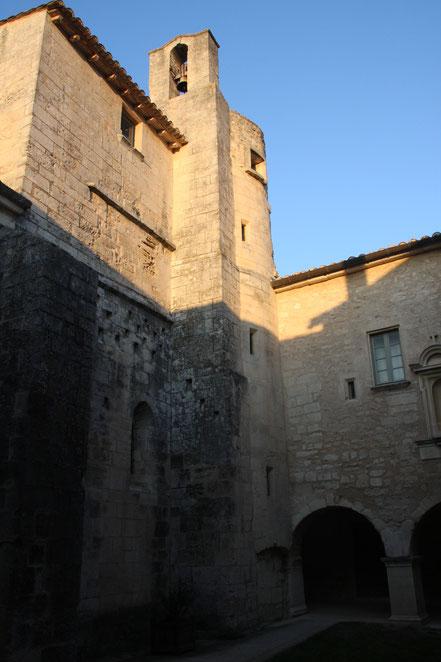 Bild: Glockenturm der Abbaye St.-Hilaire bei Ménerbes