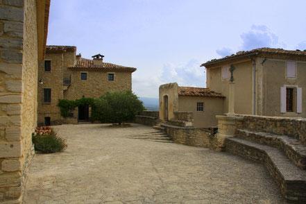Bild: Crillon-le-Brave bei der Rundfahrt im mittleren Vaucluse