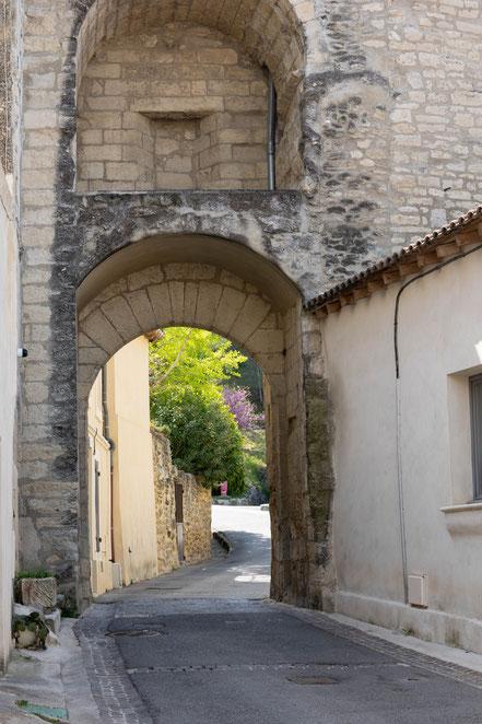 Bild:  La Porte du Séquier in Barbentane, Bouches du Rhône