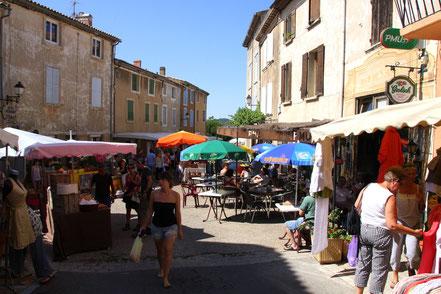 Bild: Markttag in Saint-Saturnin-lés-Apt