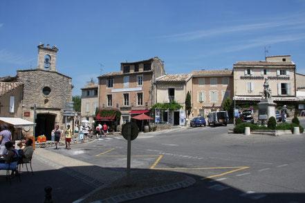 Bild: Dorfplatz in Gordes