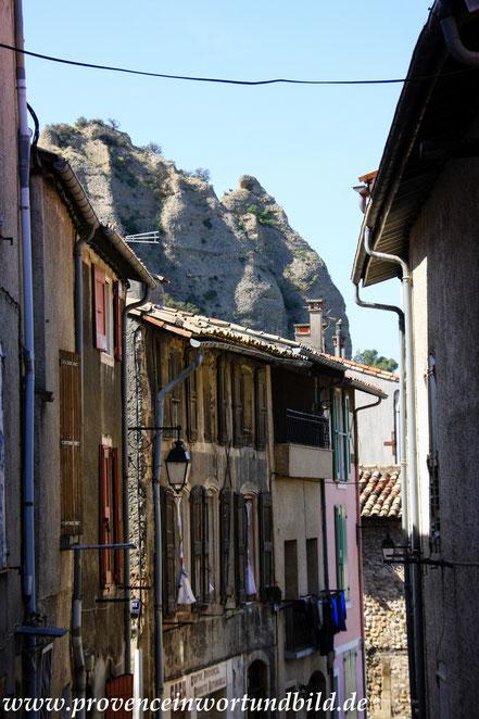 Bild: Les Mées mit Les Pénitents