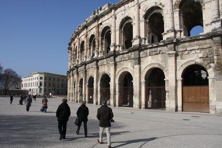 Bild: vor der Arena in Nimes