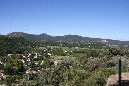 Bild: Blick auf das Dorf Entrechaux und das Umfeld