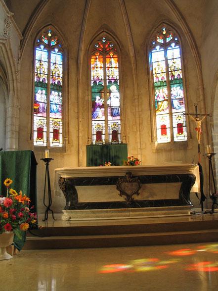 Bild: im Innern der Kirche Saint André in der Stadt Châtillon sur Chalaronne