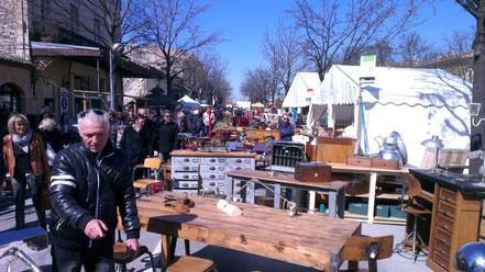 Bild: Antiquitätenmarkt in L´Isle sur la Sorgue