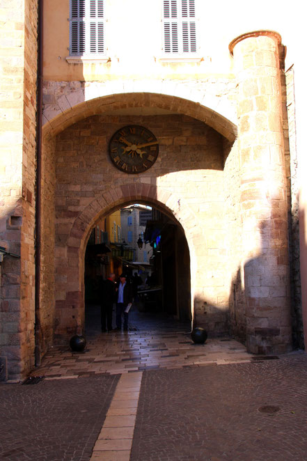 Bild: Port Massillon, Eingangsportal der Altstadt Hyéres