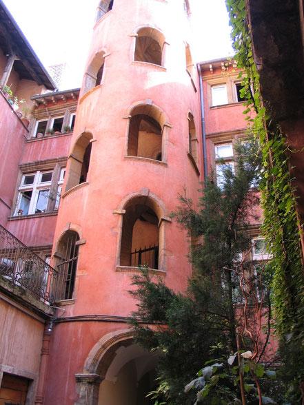 Bild: rosaTurm in der Rue de Boef in Lyon