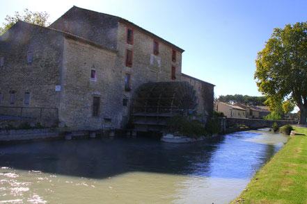 Bild: Mühle mit Wasserrad in Les Taillades (Moulin Saint-Pierre)