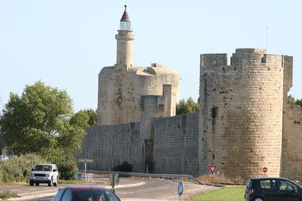 Bild: Stadtmauer mit Tour de Constance in Aigues-Mortes