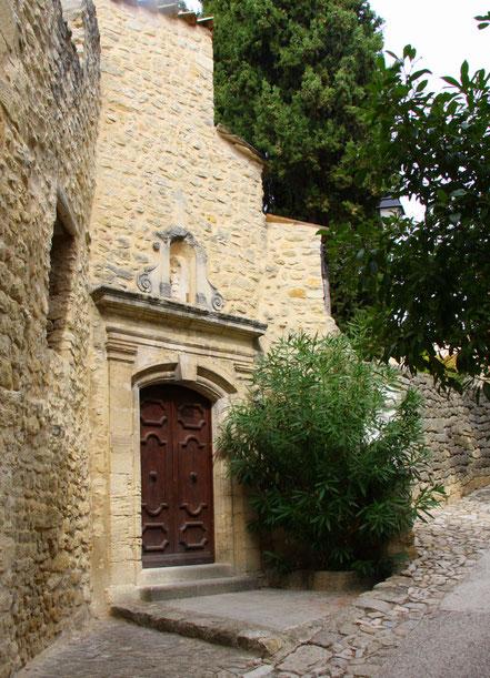 Bild: Portal La Chapelle des Pénitents aus dem 12. Jh. in Lurs