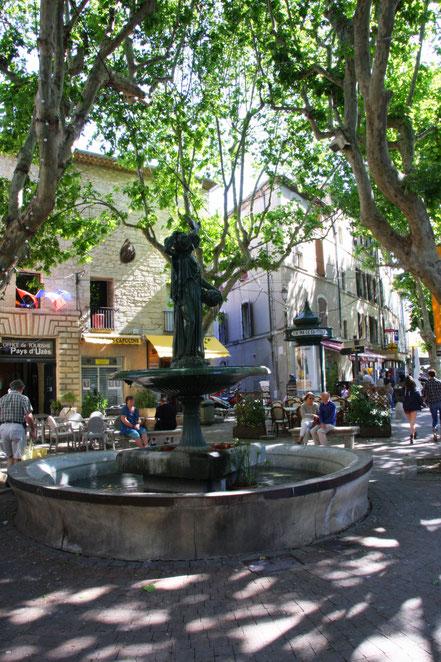 Bild: Brunnen in Uzès