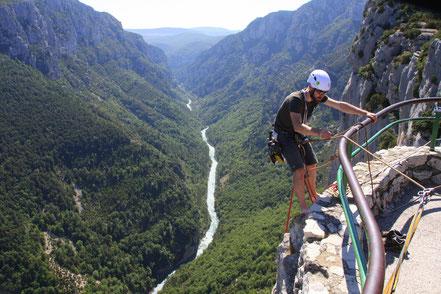 Bild: Kletterer an den Steilwänden in den Verdonschluchten