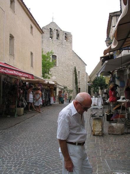 Bild: Straße von Le Castellet mit Blick auf Kirche