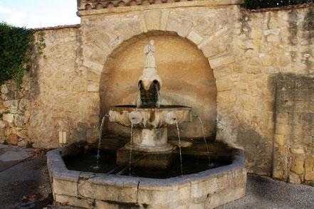 Bild: Brunnen in Jouques
