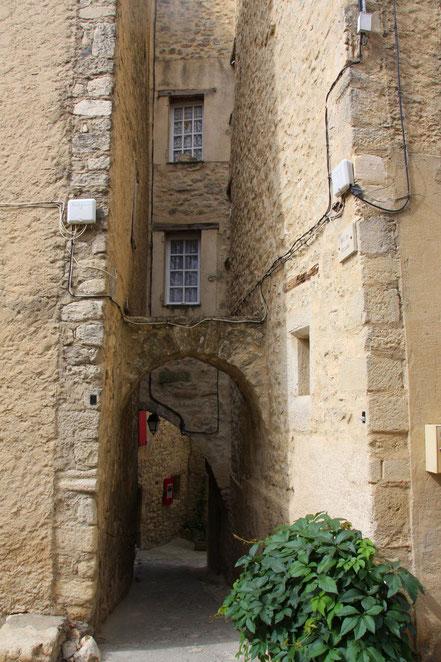 Bild: Haus mit Bogen in Lurs