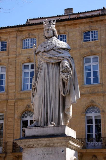 Bild: Roi René mit Traube in der Hand in Aix en Provence