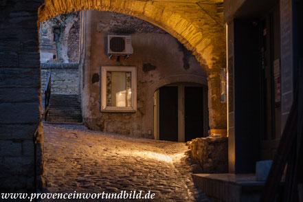 Bild: Gordes bei Nacht
