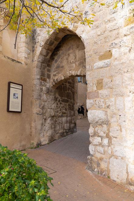 Bild: Cabriés am Porte de l´horloge, Bouches du Rhône