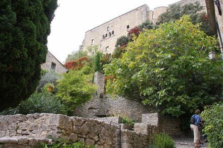 Bild: Caladen zur Burg in Crestet