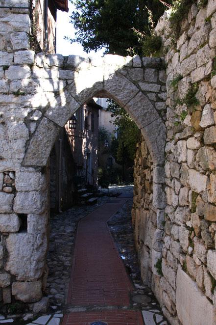 Bild: mittelalterliches Tor in La Turbie