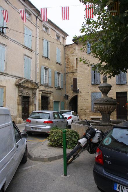 Bild: Fontaine du château in der Altstadt von Caromb