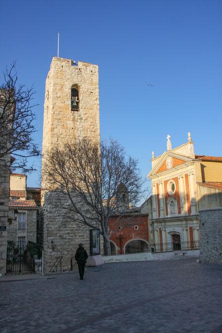 Bild: Cathédrale Notre-Dame mit Wachturm der als Glockenturm genutzt wird in Antibes