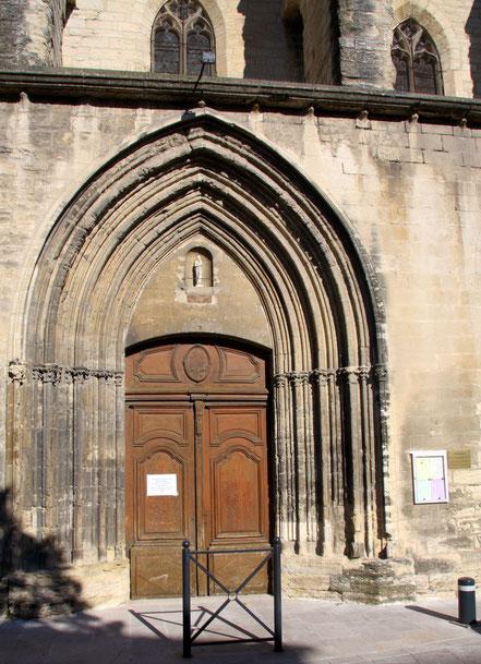 Bild: Kirchenportal Villeneuve-lés-Avignon