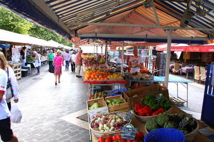 Marché aux Fleurs in Nice im Juli