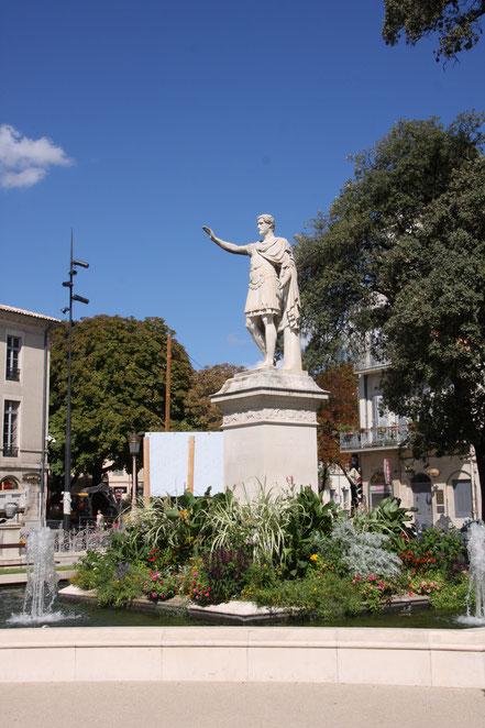 Bild: Statue des Kaiser Auustus in Nimes