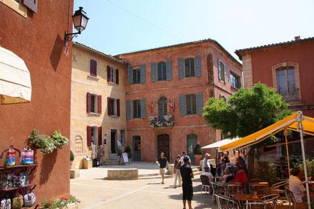 Bild: Marktplatz Roussillon, Vaucluse