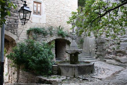 Bild: Brunnen in Crestet