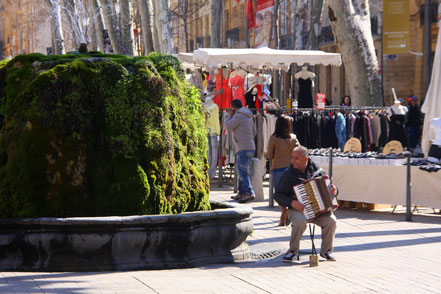 Bild: Straßenmusiker am Cours Mirabeau in Aix-en-Provence
