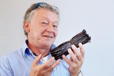 Hans-Wittich Karsten mit der kostbaren Ware
