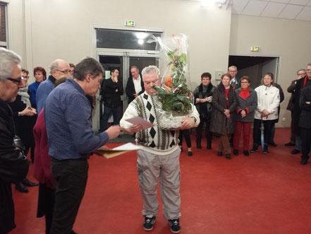 Monsieur Michaud, premier lauréat du concours des maisons fleuries.