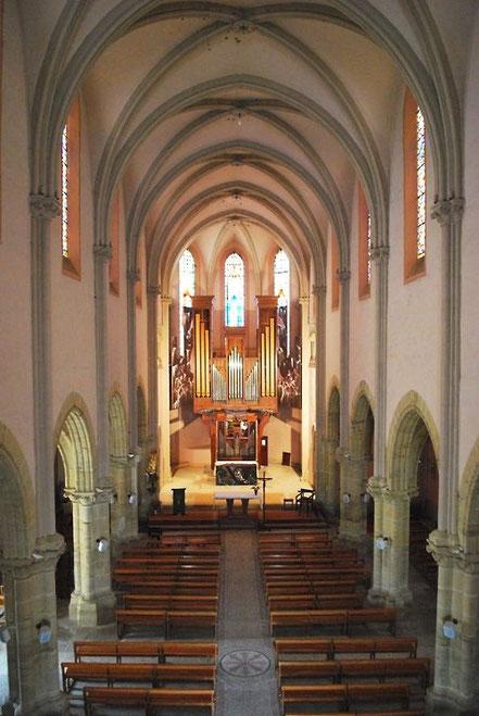 Eglise de Plaisance du Gers nef chevet vitraux