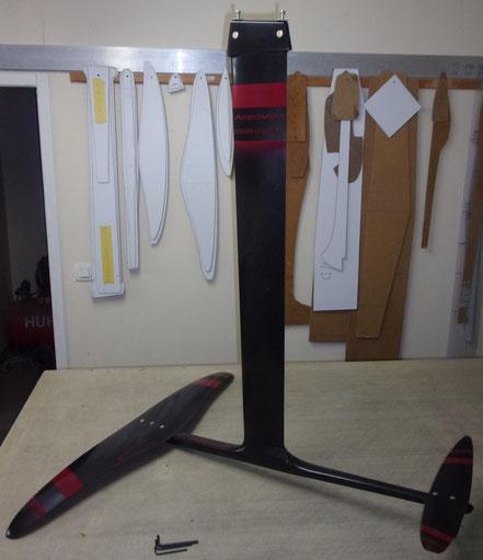 windfoil aeromod v2 noir et rouge cerise, dans l'atelier Aéromod à Nailloux