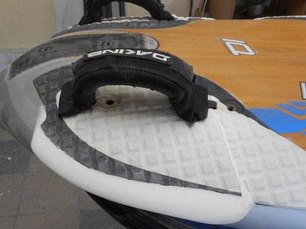 détail de l'arrière d'une planche, élargissement du talon, étape 2 - windfoil aeromod