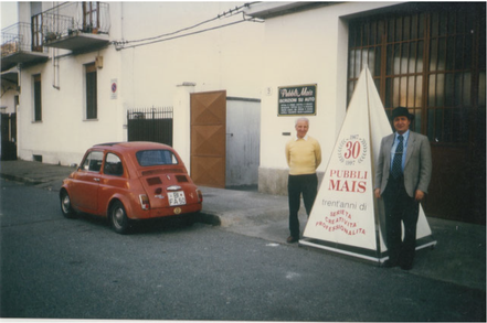 Michele Mininni e Vinicio Mais di fronte a Pubblimais a Torino
