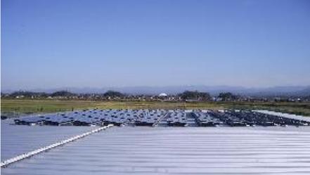 オリテックの環境への取り組みの一貫として屋上にソーラーパネルを設置
