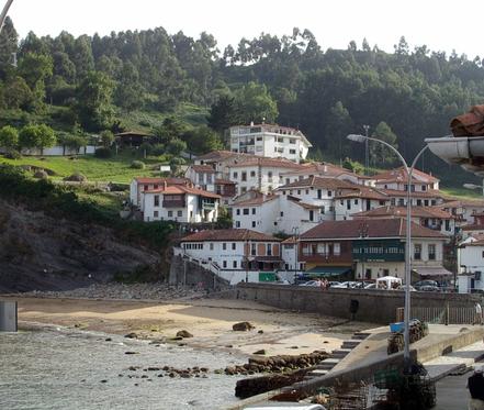 Cala i port de Tazones, Villaviciosa, Astúries. Foto: Betània.