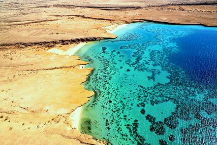 Cales amb Esculls de corall, Dahlak Kbir, Illa de Dahlak, Eritrea. Mar Roig. F. R. Tangan.