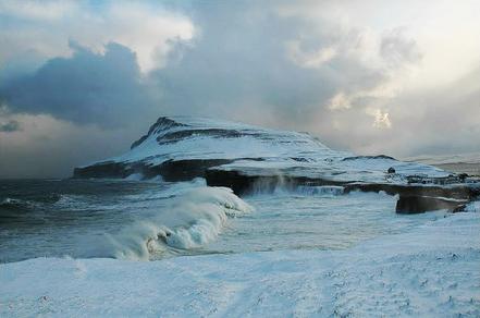 Cala a Bøbrekku, Nólsoy, Illes Fèoe, Dinamarca. Foto: M. Gulklett.
