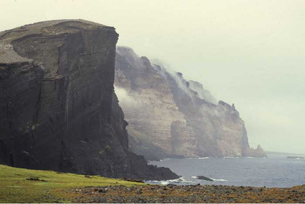 Les illes del Príncep Eduardo són dues petites illes en la transició entre l'oceà Antàrtic i l'oceà Índic que són políticament part de la Província Occidental del Cap, Sud-Àfrica.