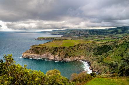 Mirador de la cala Santa Iria, Illa de São Miguel, Açores, Portugal. Foto: Pilago.